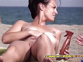 Big pussy Lips Nude Milfs Show All on Beach Voyeur Spycam