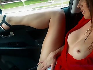 Busty blondie get naked in the taxi and showing her ass