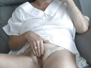 This wonderful Gilf is so fucking hot