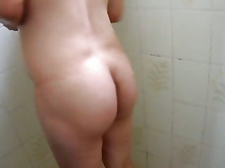 Alicia in shower show ass