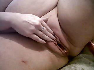 Scottish slut gets poppered up for massive cum and squirt !
