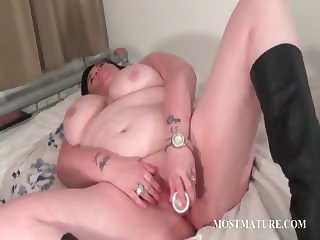 Bitchy mature vibrating her lusty cunt