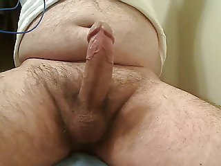 HORNY STR8 BEAR BIG HARD DICK CUMS