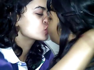 Kissing girls 30