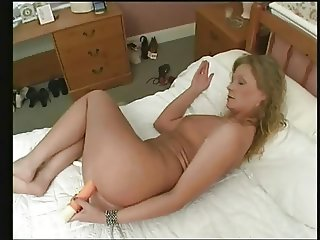Fit Mature Sandy Solo