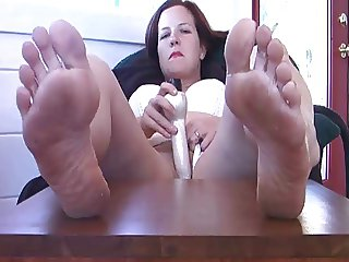 Mom Rough Feet & Toy