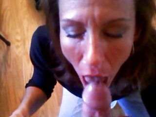 Amateur MILF gives me a blow job