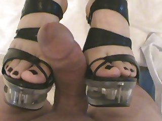 FOOTJOB CUMSHOT HEELS FOOT FETISH FEET COCK TOES COMMENT PLS