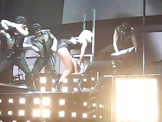Rihanna sexy as hell S&M live NON NUDE