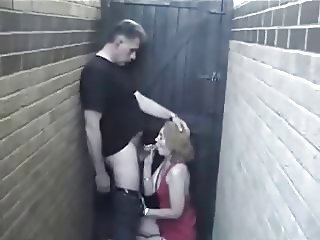 Bar Hooker Get Fucked In The Storage
