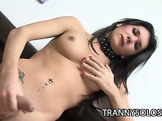 Viri - Pretty Shemale All Alone And Jerking