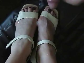 German Mature-Cum on her feet