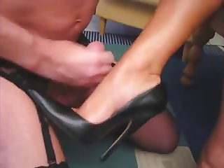 Cum on high heel