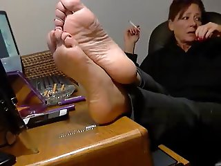 Smoking mature show her feet