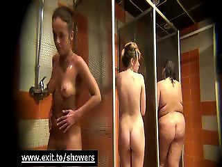 Spy cam caught Amateurs girls in public shower