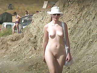 BEACH SPY 10. MY 36 SECONDS OF HEAVEN! (RATE HER 1 - 10)