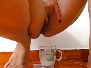 Amazing masturbation, filling a glass of pussy milk