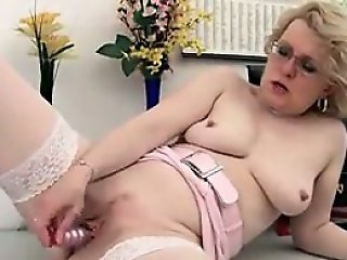 Mature Woman Masturbating In The Office