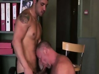 Mature gay guy gets a bj from young stud