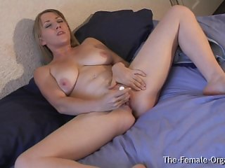MILF with Big Pussy Lips and Wet Orgasms
