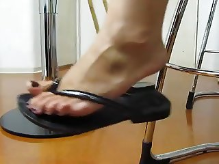 Sexy mature feet in flip flops