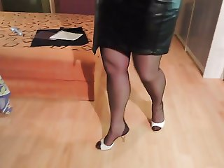 Amateur Leather skirt and nylon stockings