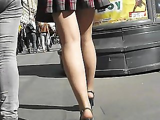 UNDER THE SKIRT UPSKIRTS 147