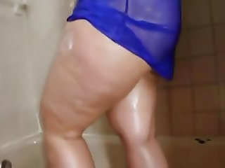 Beautiful Big titted pawg shower