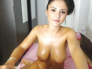 Webcam girl with pretty body and tits