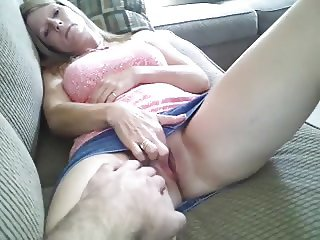 wife fucked on couch, but doesn't like facial