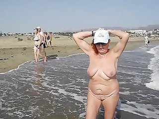 Old bitch luring men naked pussy