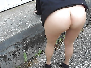 ass in seamless pantyhose outdoor