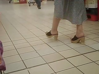 Shopping on high heels mules 2