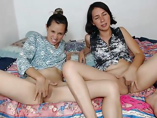 2 girl bate and tease