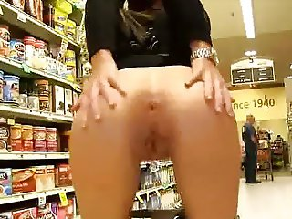 Pussy and ass flash in the supermarket