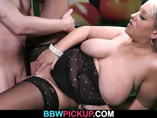 He licks and bangs her fat pussy