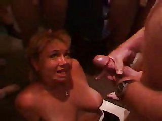 SlutWife Kelly Gets A Tampa Bukkake