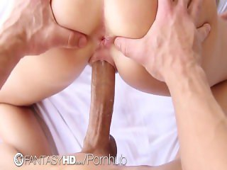 FantasyHD - Alexis Adams plays with huge cock during massage