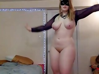SEXY CURVEY  AMATEUR GIRL SHOWS HER PUSSY