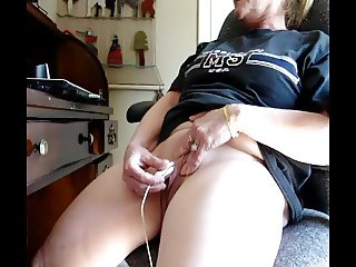 Mature Blonde 2 orgasms watching porn