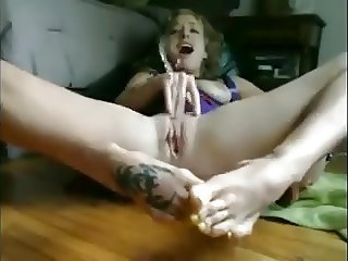 Big squirter on feet