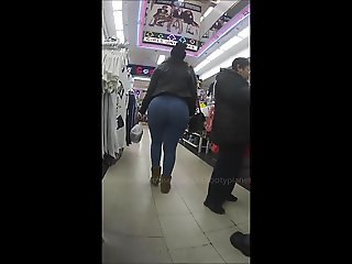 Huge Candid Booty in Tight Blue Jeans!