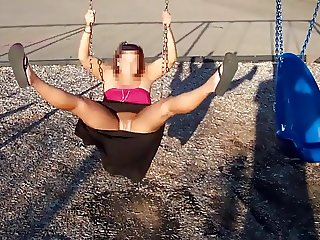 Flashing on swing in public park