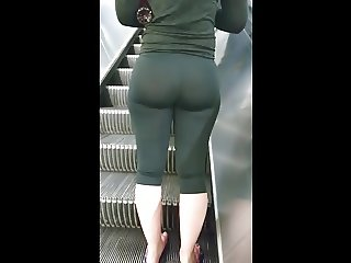 PAWG FROM GYM TIGHT LEGGING BUBBLE ASS