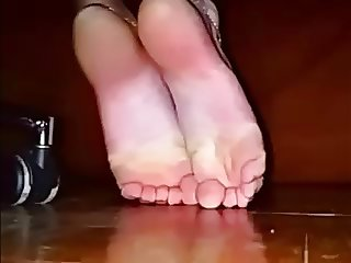 Toe scrunch showing my soles