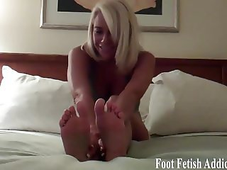 Lick each one of my pink little toes