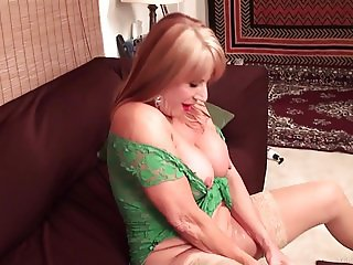 Rae Hart mature with huge dildo