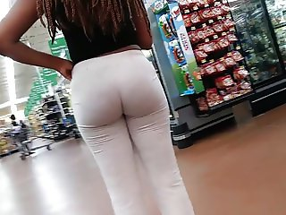 Bubble booty young chick