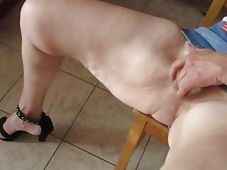 Feet heels hairy pussy Pieds talons chatte poilue