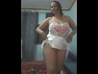 Arab chubby jasmin dances for cam
